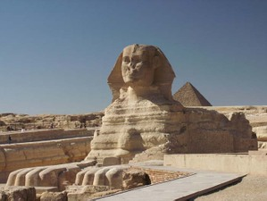 Gisa_sphinx_pyramid_1